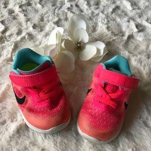 Nike Free  - Velcro Sneakers
